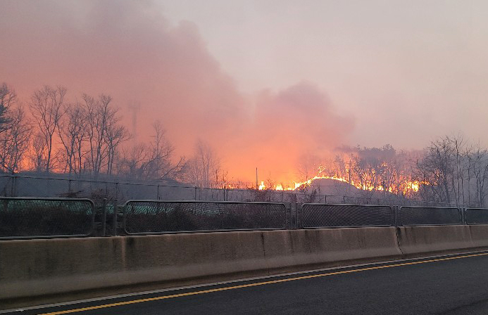 A wildfire in Yecheon, North Gyeongsang Province rages out of control on Feb. 21, 2021. The blaze has since been put out. (Photo: Yonhap News)