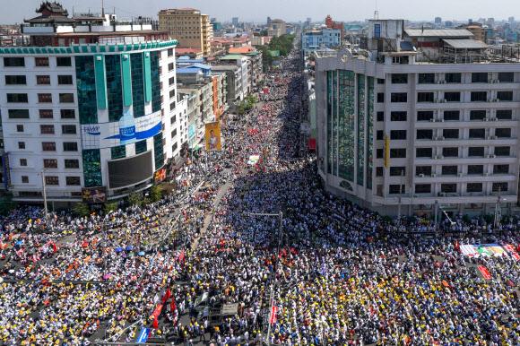 미얀마 반쿠데타 시위대