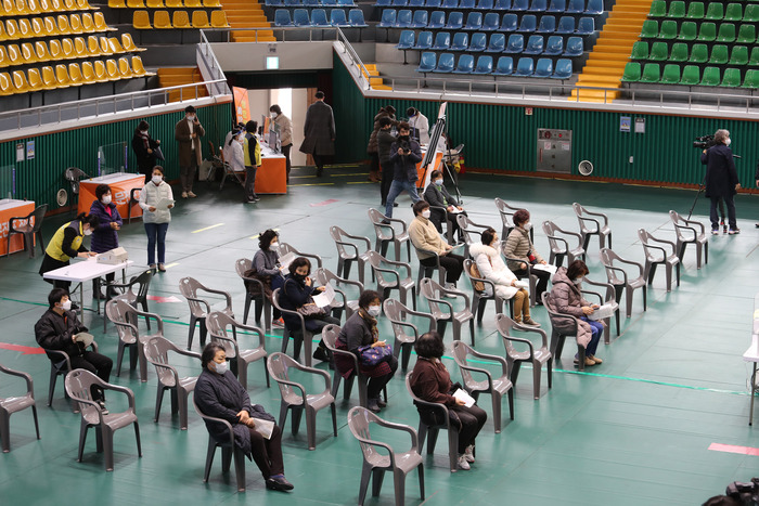 People sit spaced out from each other as they wait to get vaccinated against COVID-19 at the Heungguk Gymnasium in Yeosu, South Jeolla Province, on Feb. 26, 2021. (Photo: Yonhap News)