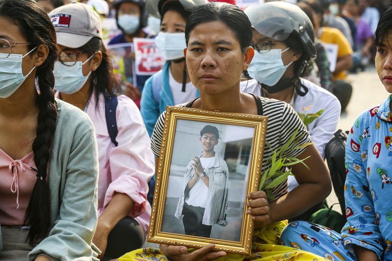 A mother (C) holds a portrait of her son who died during anti-coup protests in Myanmar's Mandalay on April 1, 2021. (Photo: EPA-Yonhap News)