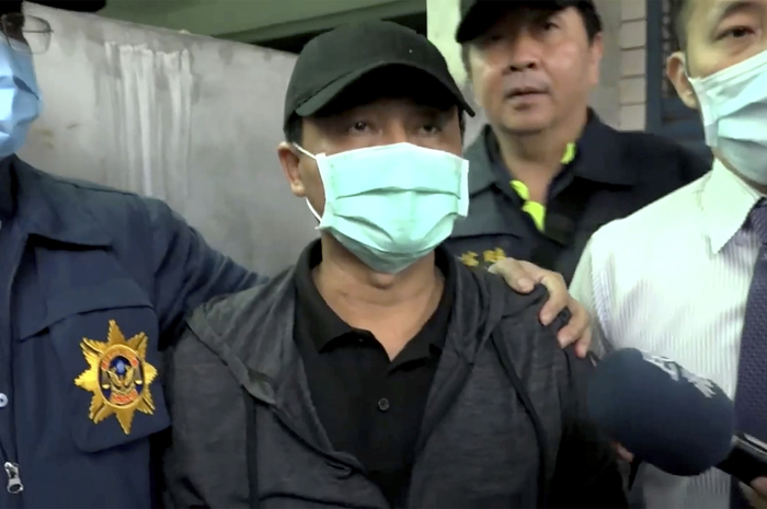 Lee Yi-hsiang, the driver of the truck that caused the deadly train accident in Taiwan, offers a public apology as he is led by police on April 4, 2021. (Photo: AP-Yonhap News)