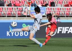 Kang Chae-rim (R) scores the only goal for the South Korean womens football team as it falls to China in a Tokyo Olympic qualifier on April 8, 2021. (Photo: Yonhap News)