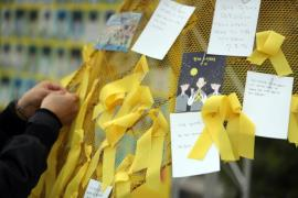 Yellow ribbons hang from a memorial altar set up in Gwangju to remember the victims of the Sewol ferry disaster seven years ago on April 16, 2021. (Photo: Yonhap News)