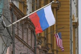 A Russian flag flies next to the U.S. embassy building in Moscow on April 15, 2021, as President Joe Biden announces new sanctions on Moscow. (Photo: AFP-Yonhap News)