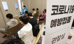 Healthcare workers from elderly care facilities wait to receive their first COVID-19 vaccine shot at a hospital in the Gangseo District in Seoul on April 19, 2021. (Photo: Yonhap News)