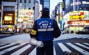 교통 지도 중인 일본 경찰관