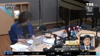 12일 TBS ''김어준의 뉴스공장''과 인터뷰하는 배경택 반장