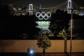 Olympic rings in the Odaiba waterfront in Tokyo on May 10, 2021 (AFP-Yonhap)
