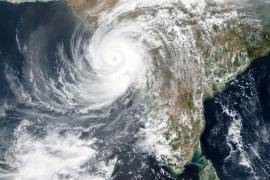 Cyclone Tauktae approaching India''s west coast on May 17 (AP-Yonhap)
