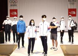 National team members show off uniforms for Tokyo Olympics on April 14 (Photo)