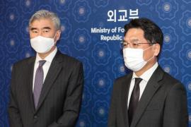 Noh Kyu-duk (R) and Sung Kim in Seoul in March (Yonhap)