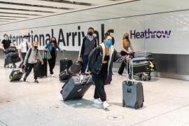 UK Heathrow foreigners vaccination EPA