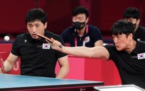 김영건(왼쪽)-김정길 결승 경기 모습