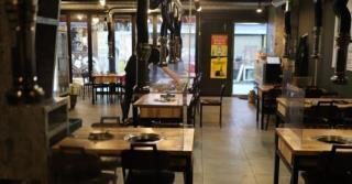 사회적 거리두기 실시 영향에 손님이 없는 식당