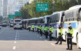 police line streets of Gwanghwamun ahead of rallies