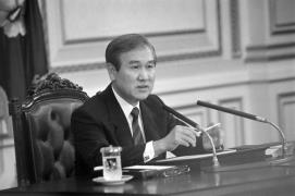 This file photo shows former President Roh sitting at his desk in October 1990