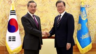 중국 왕이 강경화 장관 만나고 문 대통령 접견